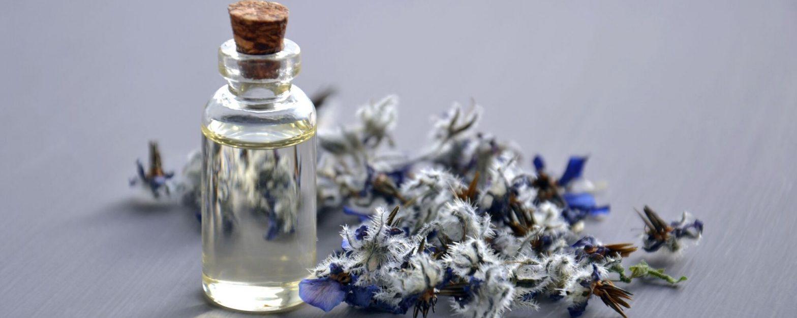 huiles essentielles dans les produits d'entretien